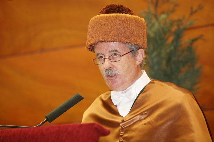 El catedrático José Luis Torres Escribano