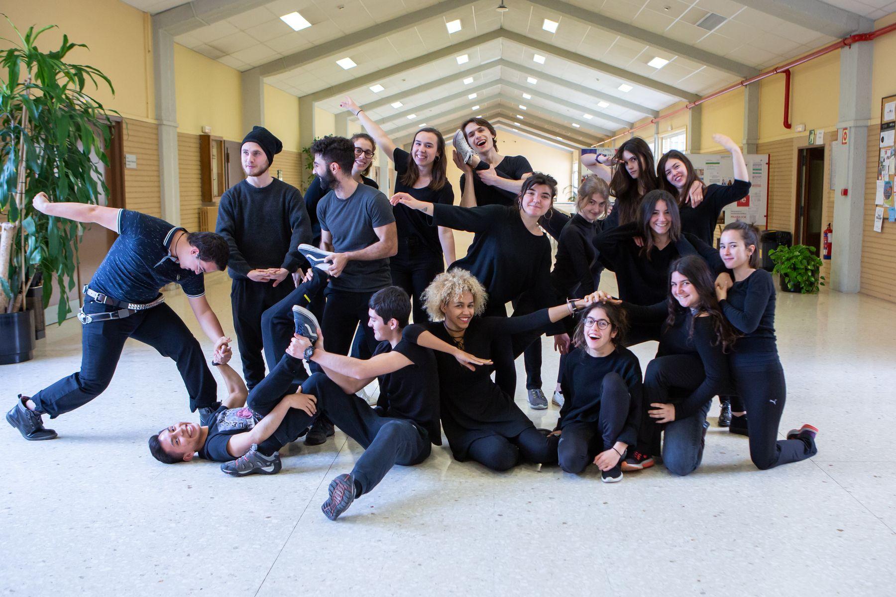 El Grupo de Teatro de la UPNA, durante un ensayo.