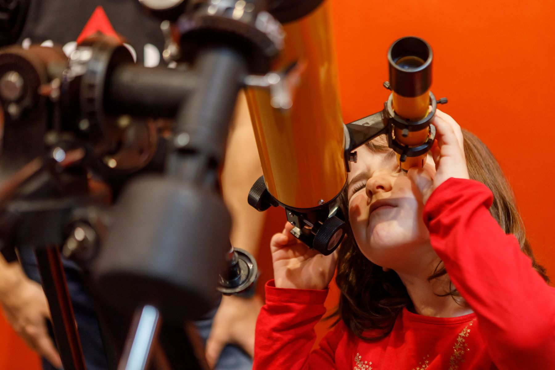 El curso de verano de la UPNA busca despertar vocaciones científicas en estudiantes de Primaria y Secundaria.