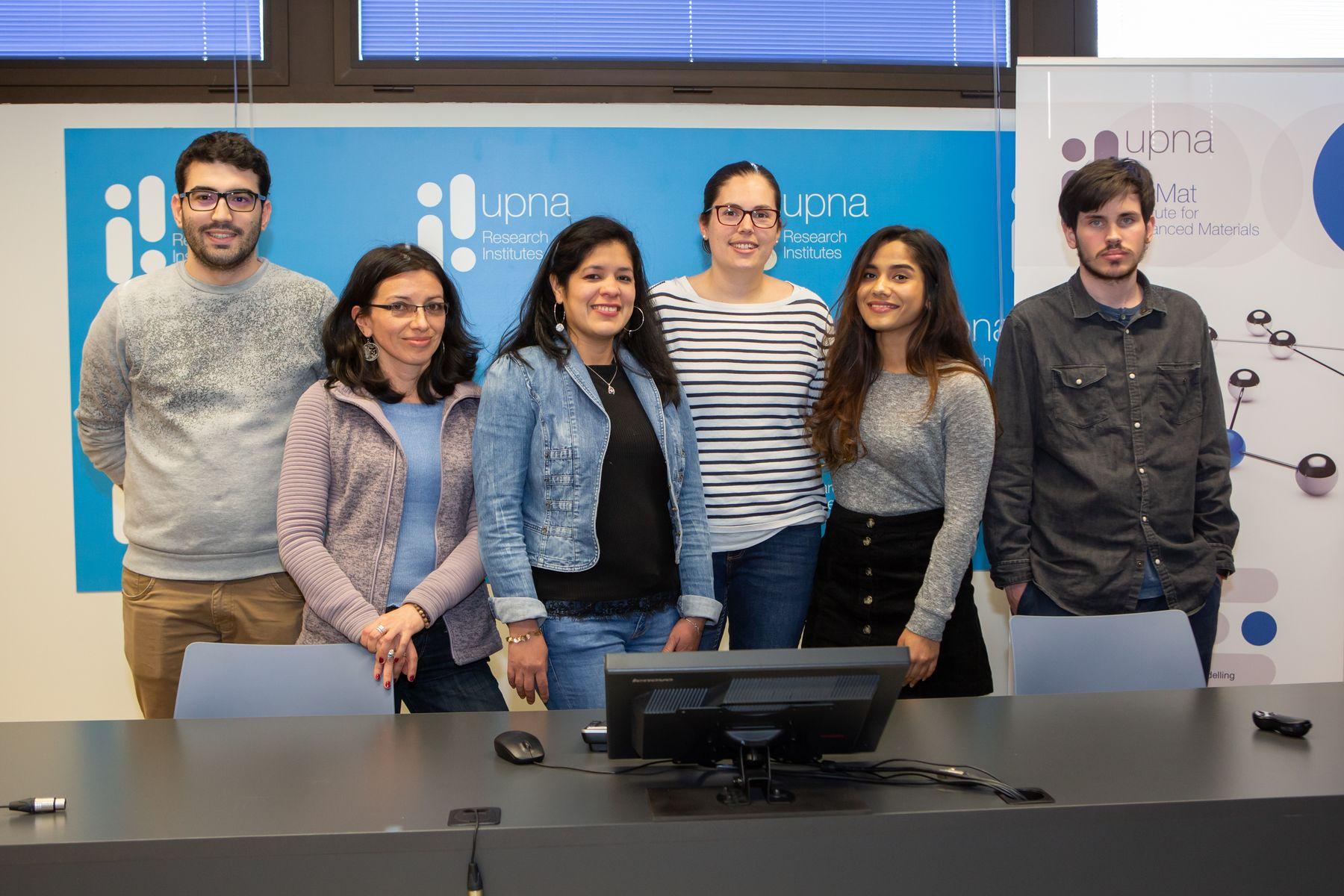 Estudiantes de doctorado del Instituto InaMat. De izq. a dcha.: Pablo Palacios, Luisa Fernanda Navarrete, Karina Hablich, Laura Cervera, Deepali Khanna y Guillermo Cruz.