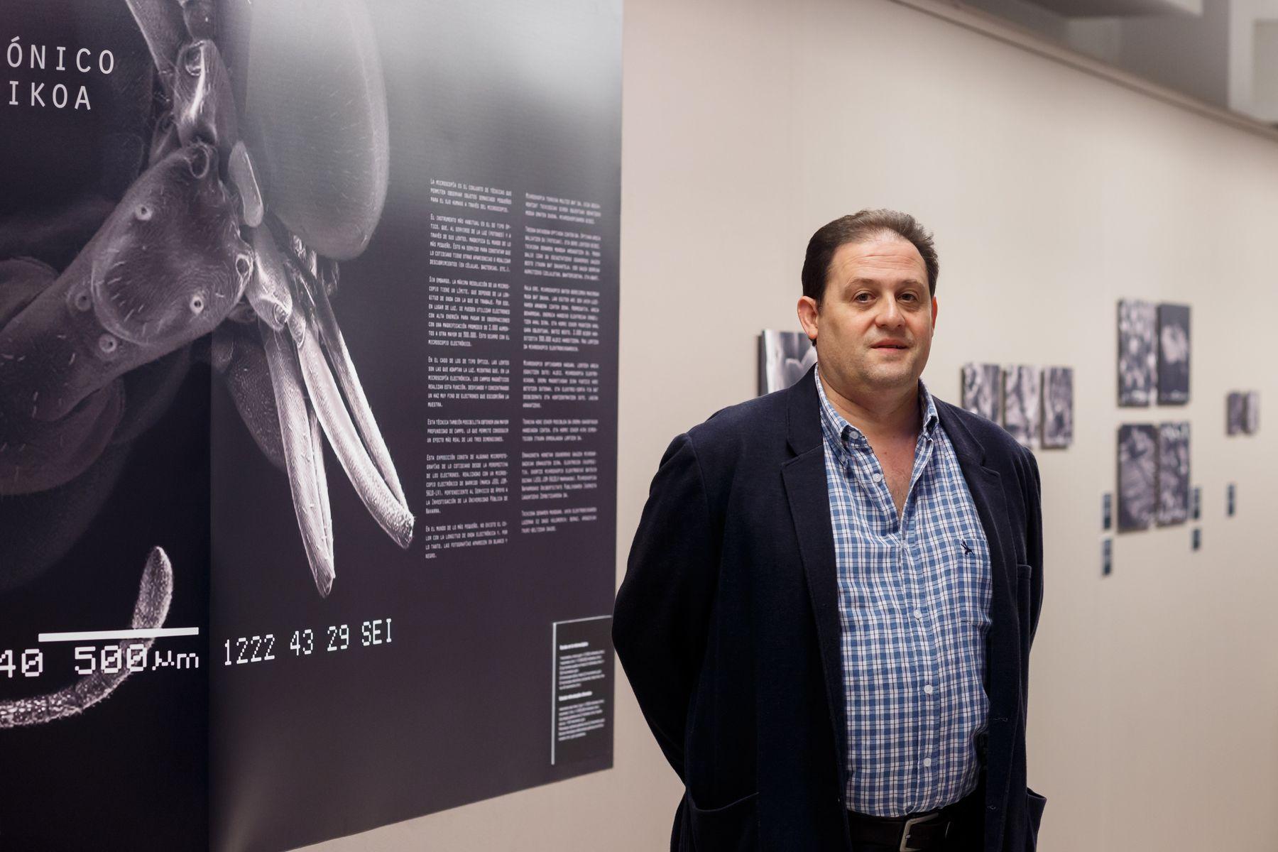"""José Javier Vesperinas, autor de las fotografías de la exposición """"El ojo electrónico""""."""