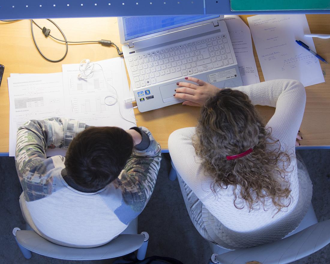 http://www2.unavarra.es/gesadj/seccionActualidad/Web/FotosNoticias/FotosNoticiasMayo/Noticias20-05-29/estudiantes-portadas.jpg