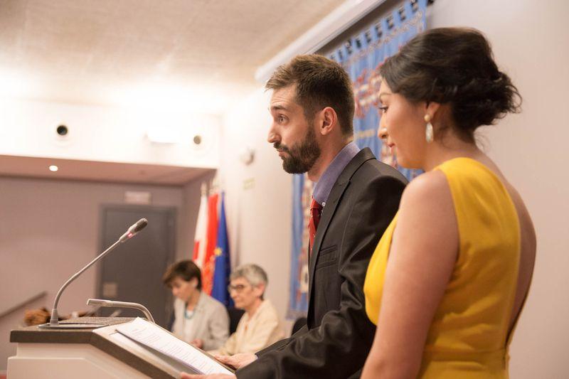 Alexandra Quispe Silva y Mikel Sánchez Benavente leen el discurso de los estudiantes