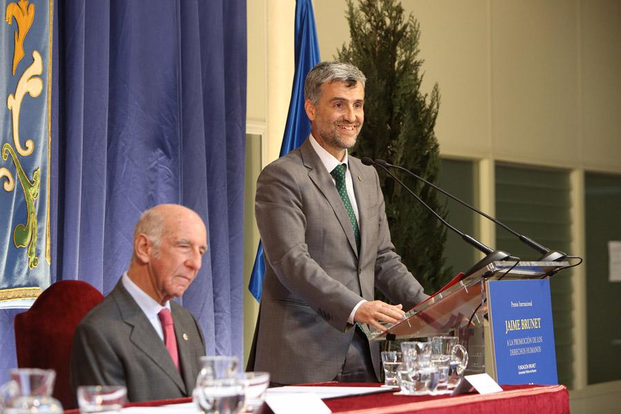 Un momento de la intervención del rector, Alfonso Carlosena.