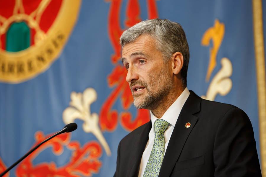 El rector, durante su discurso.