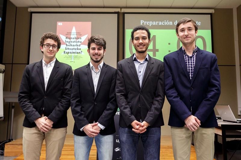Equipo ganador de la XIV Liga de Debate Universitario