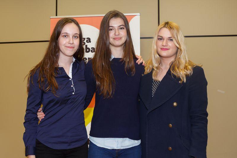 Equipo compuesto por Eugenia Ilarregui Soriano, Andrea Muro Iribarren y Rositsa Kaparova Baltadzhieva.