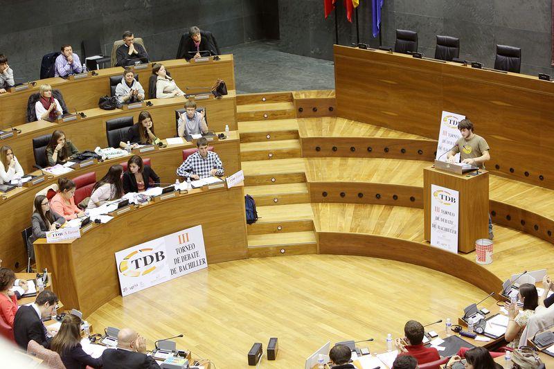 Instante de la semifinal entre San Ignacio y San Cernin en el Parlamento de Navarra