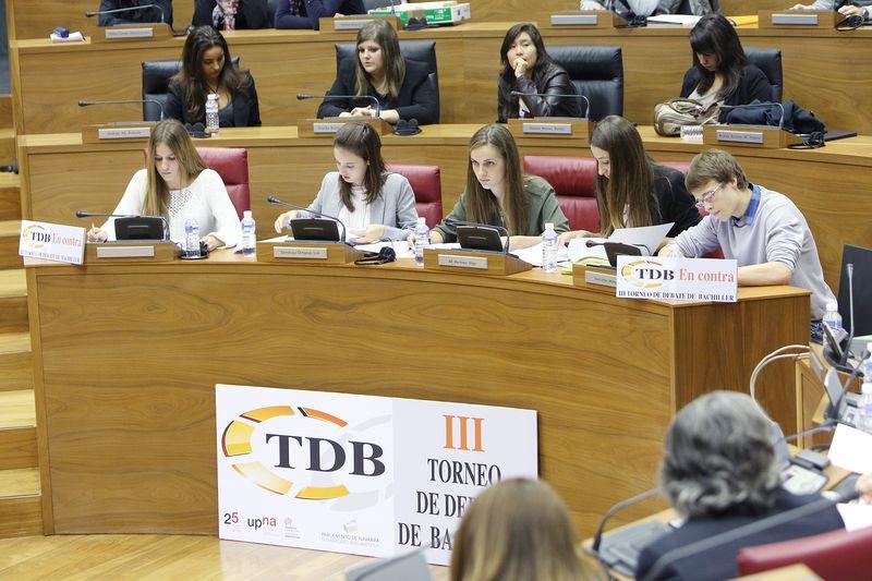 El equipo de Teresianas, en la final celebrada en el Parlamento de Navarra