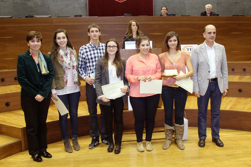 Componentes del equipo de San Ignacio, segundo clasificado en el III Torneo de Debate de Bachillerato