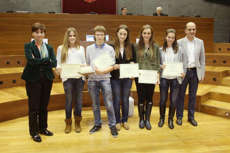 Componentes del equipo de Teresianas, primer clasificado en el III Torneo de Debate de Bachillerato