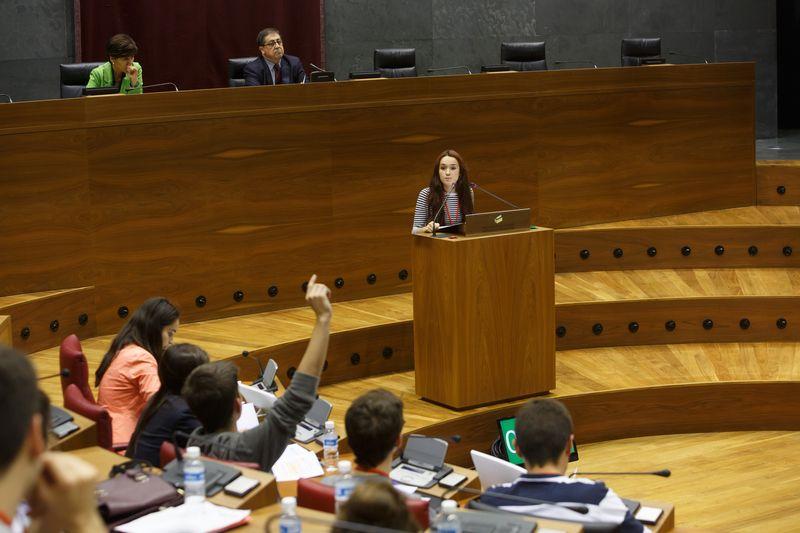 Los oradores tuvieron que responder a las preguntas de sus contrincantes