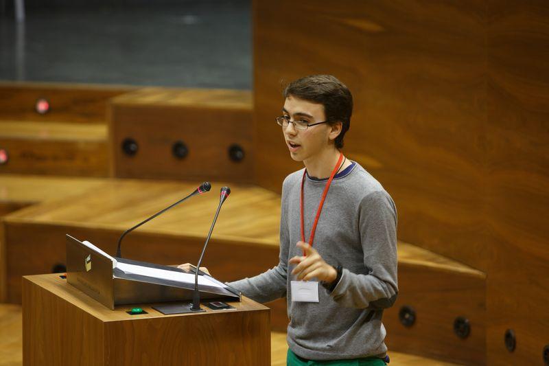 Exposición argumental de uno de los oradores que intervino en el torneo