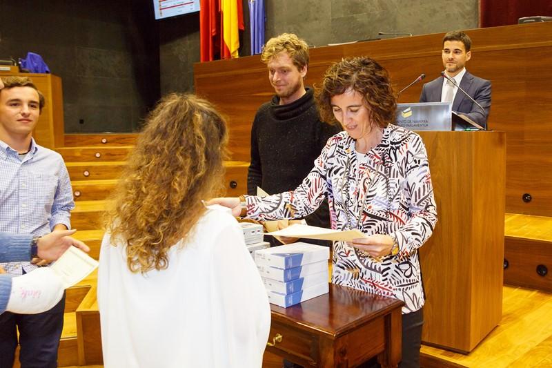 Instante de la entrega de diplomas