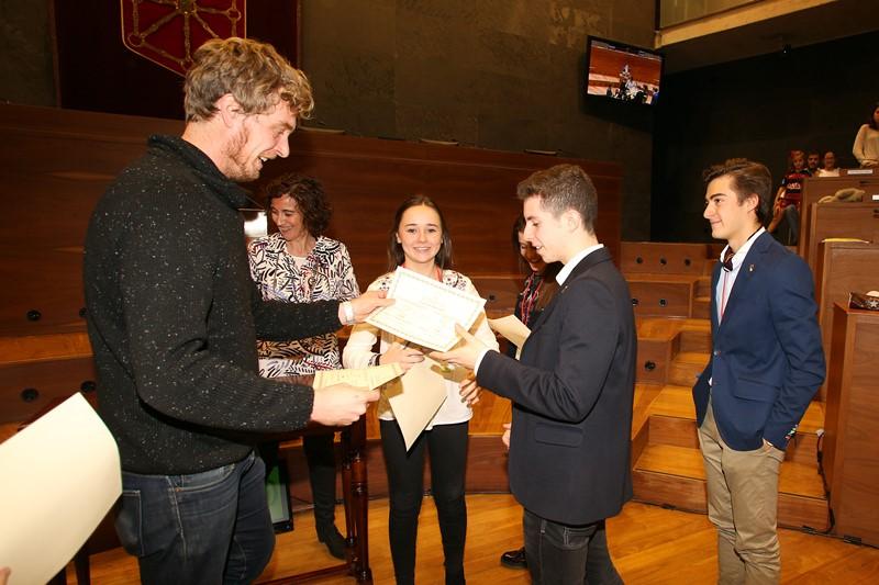 Acto de entrega de diplomas a los ganadores