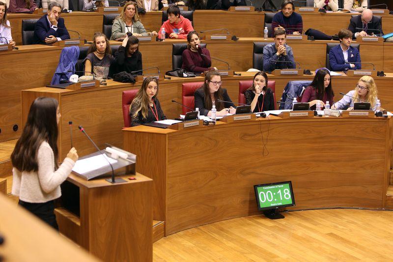 Momentos de un debate en el Parlamento de Navarra