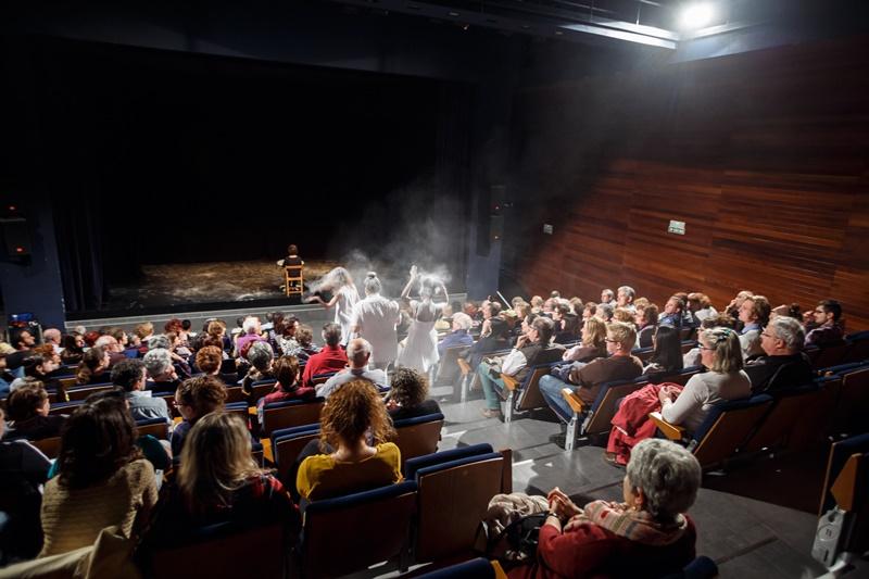 """Obra: """"Secretos"""". Atelier Théâtre Espagnol de la Universidad de Pau y de los Paises del Adour (UPPA)."""