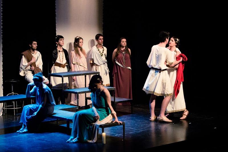 Obra: Polifonía. Grupo de Teatro de la UPNA.